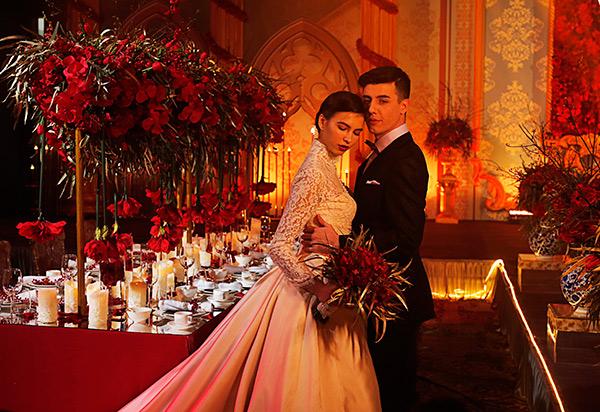 一场传统西式婚礼在现代中式婚典现场盛大举行