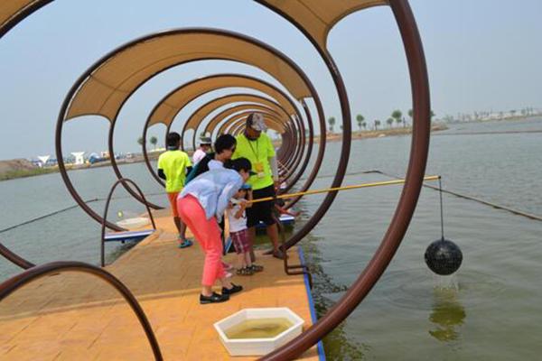 依曹妃湖而建,总面积560亩,是京津冀首创大型爱情主题公园游乐场.