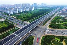 天津民心工程建设类项目进展顺利今年天津市民心工程建设类项目进展顺利,截至目前,洞庭路立交、芥园西道立交等卡口道路改造已完工,20条新建、拓宽配套道路中有15条基本具备通车条件。此外,中心城区老旧自来水管网、燃气管网、供热管网改造也在稳步推进。【详细】商业财经|游在天津|科教文体|民生舆情