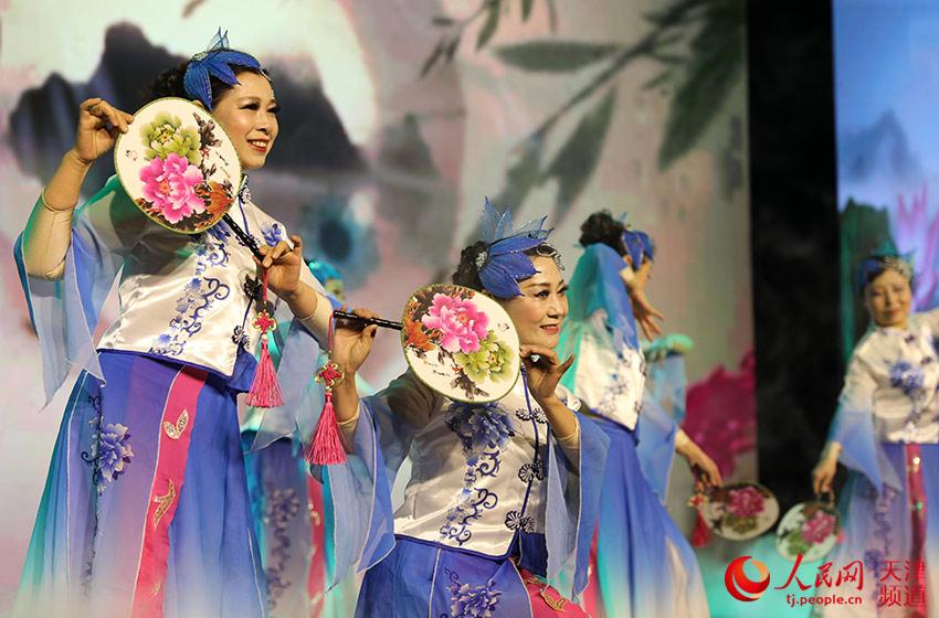 天津市南开区迎新春群众联欢会上演。