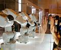 """你一动它就扭脖子机器萌宠惹人爱        机器人叫MANUS,或许会成为本届夏季达沃斯的""""网红""""。[观看]"""
