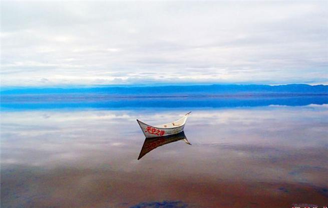 """聚焦茶卡盐湖 """"天空之镜""""美妙绝伦"""