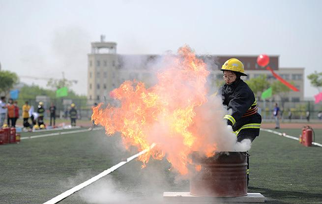 """天津大港地区微型消防站队员""""百般武艺""""亮真招"""