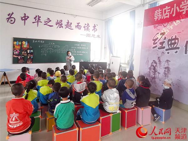"""弘扬""""公""""匠精神把教育扶贫融入当地的长远发展"""