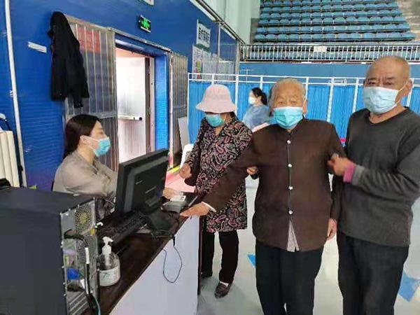 天津滨城:99岁老人成功接种新冠病毒疫苗 18岁以上人口疫苗接种率已达91.8%